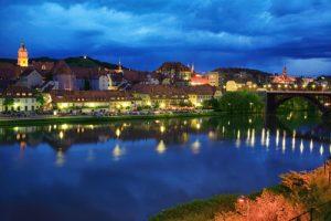 Maribor bei Nacht