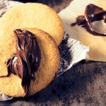 In der Weihnachtsbäckerei – schokoladige Nuss-Nougat-Plätzchen