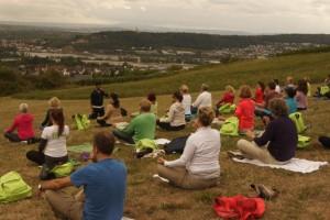 Yoga mit Ausblick auf Bingen
