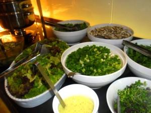 Große Salatauswahl am Buffet