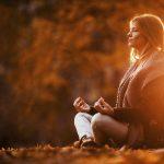 Herbst-Blues ade! Fünf Yoga-Tipps, die Sie gesund und fit durch den Herbst führen