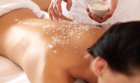 Massagen mit Salz sind äußerst angenehm.