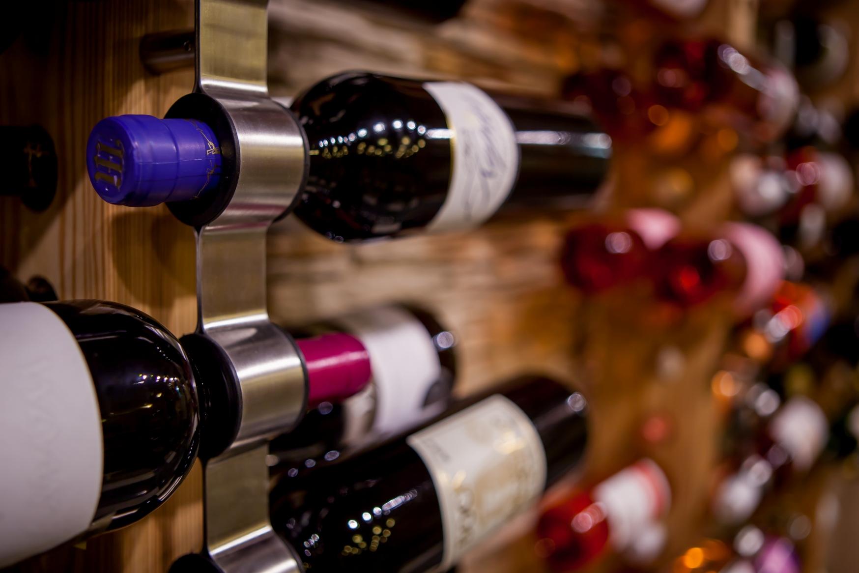Köstlicher Wein in der MenDan Weinhöhle