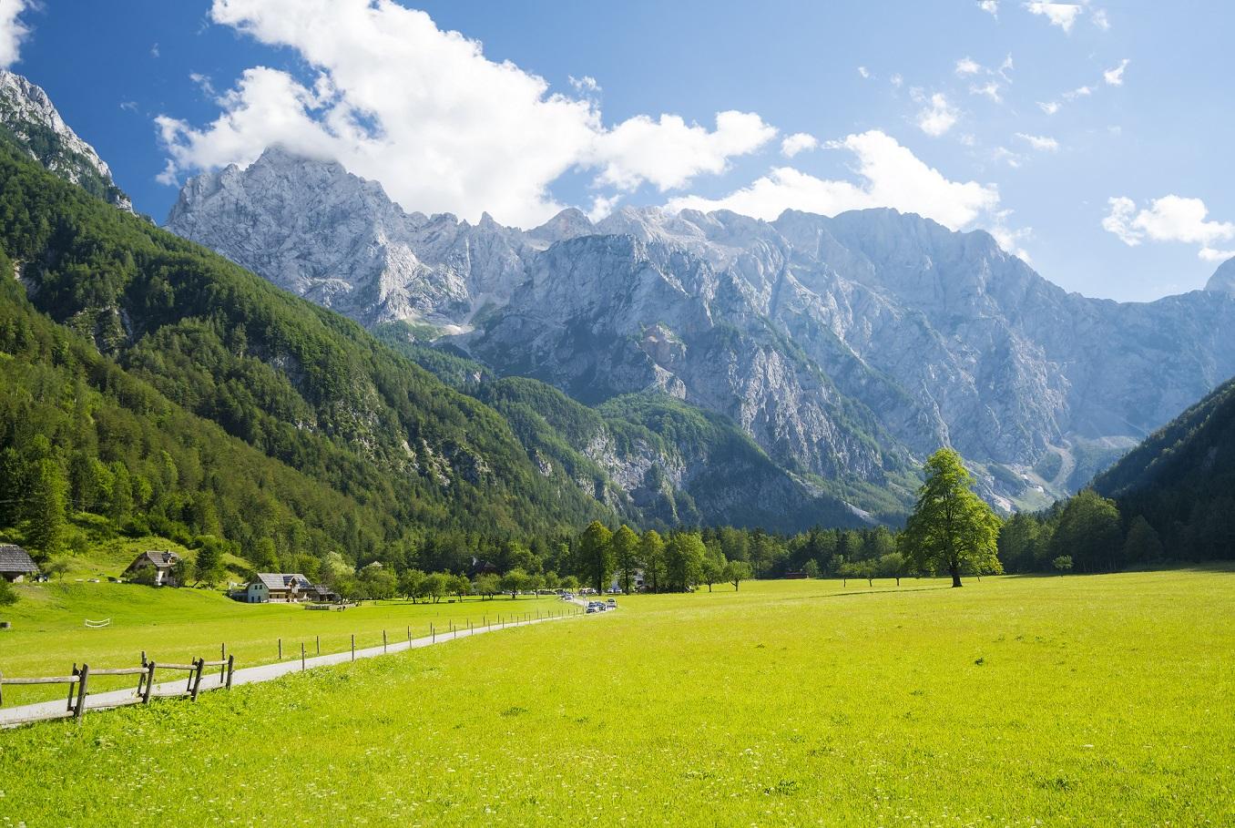Das idyllische Logaskar Tal in Slowenien