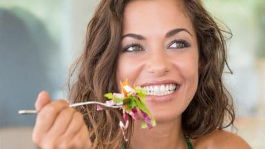 Frischer Salat vereint süße und bittere Komponenten