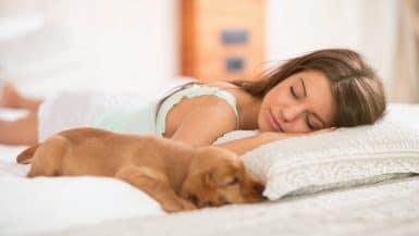 Frau beim Einschlafen