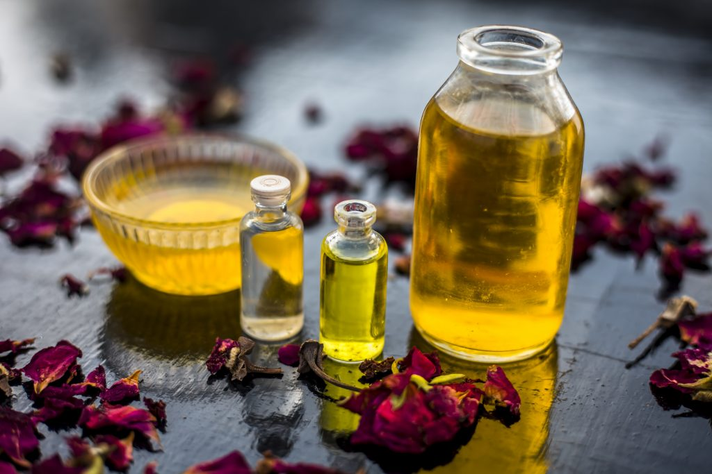 Verschiedene Pflanzenöle der ayurvedischen Medizin.
